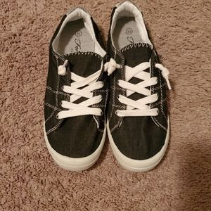 Black Forever sneakers size 8.5